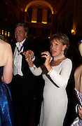 Lady Powell, Ball at Blenheim Palace in aid of the Red Cross, Woodstock, 26 June 2004. SUPPLIED FOR ONE-TIME USE ONLY-DO NOT ARCHIVE. © Copyright Photograph by Dafydd Jones 66 Stockwell Park Rd. London SW9 0DA Tel 020 7733 0108 www.dafjones.com