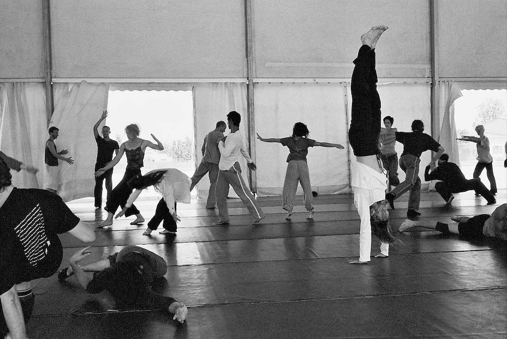 Moments and scenes of a contemporary dance workshop (28th june - 2nd july 2010. Deltebre, Spain) // Momentos y escenas de un taller de danza contemporánea (28 junio - 2 julio 2010. Deltebre, España).