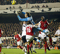 Fotball, 07. desember 2004, Champions League,  Arsenal - Rosenborg, Manuel Almunia, Goalkeeper Arsenal makes a mistake