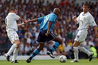 Fotball. Premier League. 17.08.2002.<br /> Leeds v Manchester City.<br /> Nicolas Anelka, Manchester City.<br /> Nick Barmby og Eirik Bakke, Leeds.<br /> Foto: Matthew Impey, Digitalsport