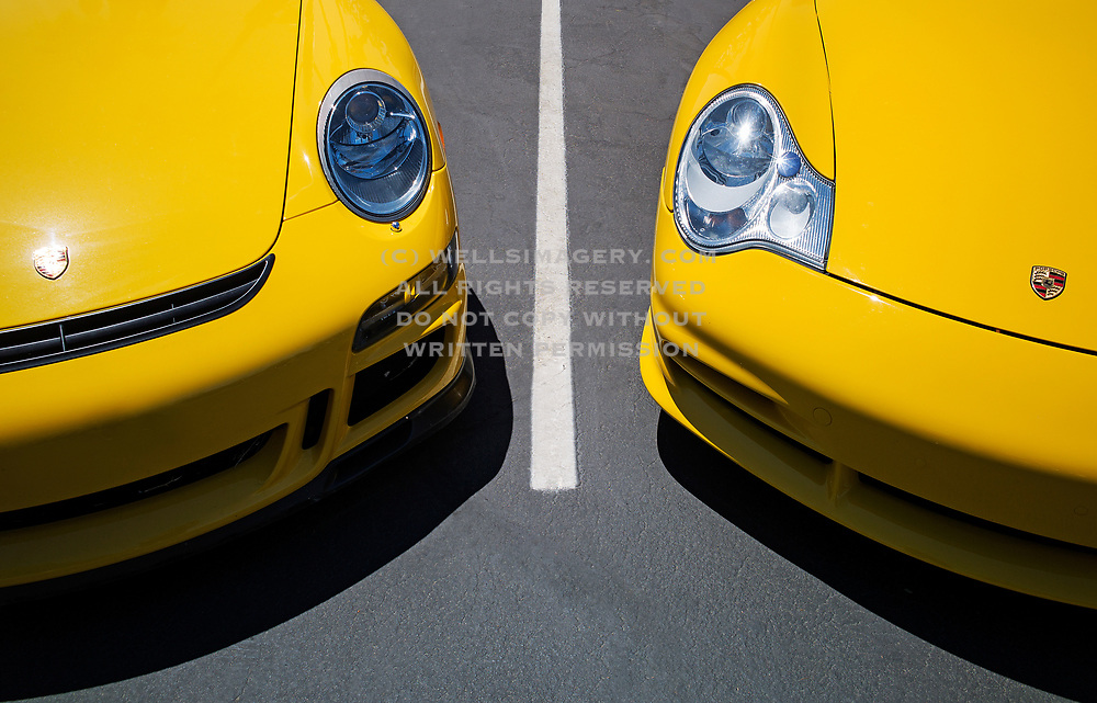 Image of a yellow Porsche 996 GT3 and Porsche 997 GT3 in Palm Springs, California, America west coast