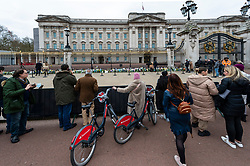 © Licensed to London News Pictures. 10/04/2021. LONDON, UK. Crowds outside Buckingham Palace after the death of Prince Philip, aged 99, was announced the previous day.  Photo credit: Stephen Chung/LNP