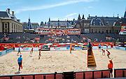 Wereldkampioenschappen Beachvolleybal met stadion op de Hofvijver in Den Haag  voor het Binnenhof, het centrum van de Nederlandse politiek - Worldchampionships Beachvolleybal with stadion on the Hofvijver, in front of the Binnenhof, the center of Dutch politics. The Hague, The Netherlands