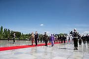 Staatsbezoek van Koning Willem Alexander en  Koningin Maxima aan Indonesie Dag 1 Java, Jakarta Kranslegging Indonesisch Ereveld Kalibata // State visit by King Willem Alexander and Queen Maxima to Indonesia Day 1 Java, Jakarta Field of Honour Kalibata