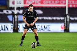 Ospreys' Dan Biggar prepares to take a kick at goal<br /> <br /> Photographer Craig Thomas/Replay Images<br /> <br /> Guinness PRO14 Round 13 - Ospreys v Cardiff Blues - Saturday 6th January 2018 - Liberty Stadium - Swansea<br /> <br /> World Copyright © Replay Images . All rights reserved. info@replayimages.co.uk - http://replayimages.co.uk