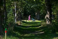 OUDEMIRDUM - Oude pad naar het voormalige klooster, dat er niet meer staat. Golfclub Gaasterland ligt in Zuidwest-Friesland en heeft een schitterende 9 holes natuurbaan. COPYRIGHT KOEN SUYK