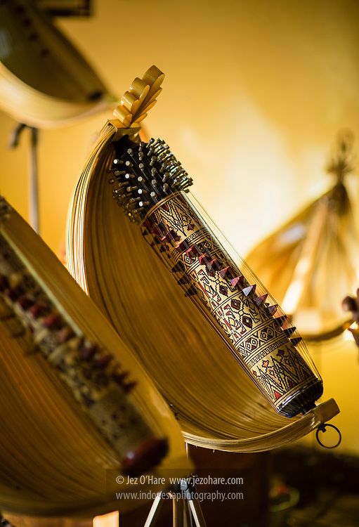 Pengrajin alat musik Sasando, Herman Ledo, Busalangga, Pulau Rote, Nusa Tenggara Timur, Indonesia.
