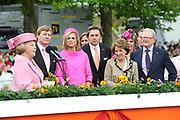 Koninginnedag 2008 / Queensday 2008. <br /> <br /> Koningin Beatrix viert Koninginnedag dit jaar in Friesland. De vorstin en haar familie bezochten op 30 april Makkum en Franeker.<br /> <br /> Queen Beatrix celebrates Queensday this year in Friesland (the Nothren provice in Holland). The Queen and its family visited Makkum and Franeker on 30 April.<br /> <br /> Op de foto/ On the Photo: Queen Beatrix, Willem Alexander , Maxima , Ed Nijpels , Prinses Margriet <br /> Prof. Mr. Pieter van Vollenhoven