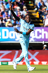 Jofra Archer of England cuts a frustrated figure - Mandatory by-line: Robbie Stephenson/JMP - 30/06/2019 - CRICKET - Edgbaston - Birmingham, England - England v India - ICC Cricket World Cup 2019 - Group Stage
