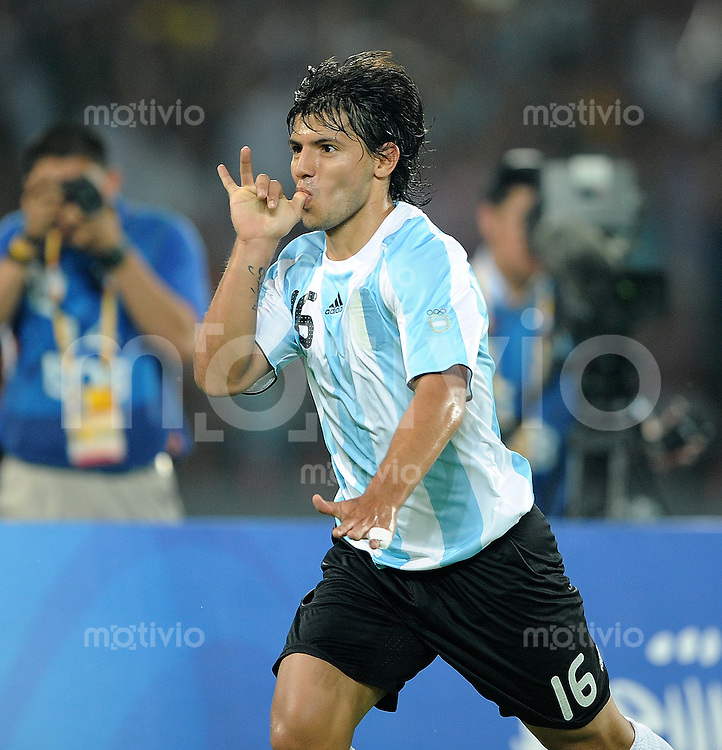 Olympia 2008  Peking  Fussball Halbfinale  Maenner 19.08.2008 Argentinien - Brasilien JUBEL ARG, Torschuetze zum 1-0  Sergio Aguero