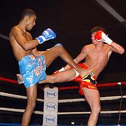 Freefightgala 2004 Hilversum, Maan C. Kamaluna(blauwe broek) - Marino Schouten