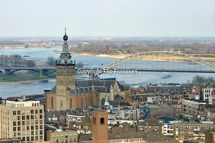 Nederland, Nijmegen: 1-4-2016 Uitzicht op het centum van Nijmegen . de stevenskerk, rivier de waal en de oude waalbrugFOTO: FLIP FRANSSEN/ HH