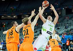 08-09-2015 CRO: FIBA Europe Eurobasket 2015 Slovenie - Nederland, Zagreb<br /> De Nederlandse basketballers hebben de kans om doorgang naar de knockoutfase op het EK basketbal te bereiken laten liggen. In een spannende wedstrijd werd nipt verloren van Slovenië: 81-74 / Nicolas de Jong of Netherlands and Robin Smeulders of Netherlands vs Alen Omic of Slovenia. Photo by Vid Ponikvar / RHF