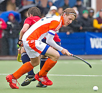 AERDENHOUT - 09-04-2012 - Aanvoerder Dennis Warmerdam, maandag tijdens de finale tussen Nederland Jongens A en Engeland Jongens A  (3-3) , tijdens het Volvo 4-Nations Tournament op de velden van Rood-Wit in Aerdenhout. Engeland wint met shoot-outs. FOTO KOEN SUYK