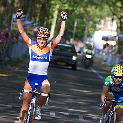 Sportfoto archief 2012<br /> Annemiek van Vleuten wint de 7 Dorpendomloop van Aalburg voor Shelley Odds en Amanda Spratt
