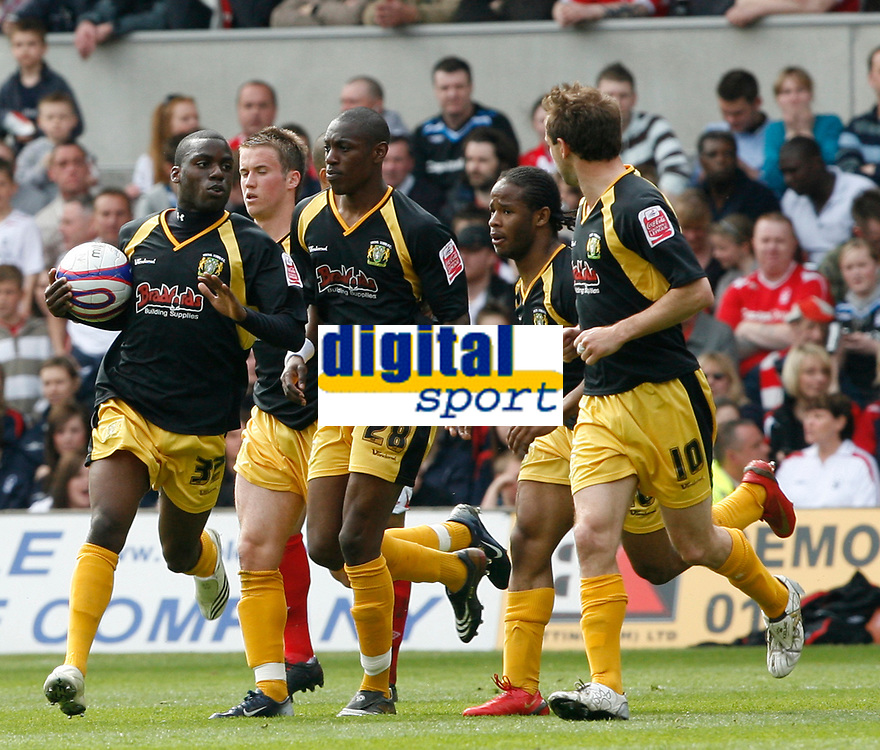 Photo: Steve Bond/Richard Lane Photography. <br />Nottingham Forest v Yeovil Town. Coca-Cola Football League One. 03/05/2008. Yeovil Jaime Peters (L) hurries back to the centre circle