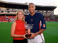 Thierry Henry recievces the AFI player of the year award. Arsenal 2:0 Liverpool, F.A.Carling Premiership, 21/8/2000. Credit : Colorsport / Andrew Cowie.