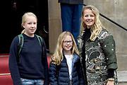 Prinses Beatrix geeft in het Koninklijk Paleis in Amsterdam een verjaardagsontvangst voor familie, vrienden en bekenden. Prinses Beatrix werd afgelopen woensdag tachtig jaar en vierde haar verjaardag in besloten kring.<br /> <br /> Princess Beatrix gives a birthday reception for family, friends and acquaintances at the Royal Palace in Amsterdam. Princess Beatrix was eighty years old last Wednesday and fourth birthday in private.<br /> <br /> Op de foto / On the photo:  Prinses Mabel met haar dochters gravin Luana en gravin Zaria // Princess Mabel with her daughters countess Luana and countess Zaria