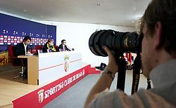 BRAGA, PORTUGAL, Wednesday, March 9, 2011: Liverpool's manager Kenny Dalglish during a press conference at the Estadio Municipal de Braga ahead of the UEFA Europa League Round of 16 1st leg match against Sporting Clube de Braga. (Photo by David Rawcliffe/Propaganda)
