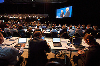 13 SEP 2009, BERLIN/GERMANY:<br /> Journalisten arbeiten an Ihren Laptops waehrend dem TV-Duell Merkel - Steinmeier zur Bundestagswahl 2009 der Fernsehsender Das Erste, RTL, Sat. 1 und ZDF, Fernsehstudios Berlin-Adlershof<br /> IMAGE: 20090913-01-104