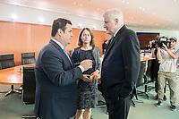 29 AUG 2018, BERLIN/GERMANY:<br /> Hubertus Heil (L), SPD, Bundesarbeitsminister, Katarina Barley (M), SPD, Bundesjustizministerin, und Horst Seehofer (R), CSU, Bundesinnenminister, im Gespraech, vor Beginn der Kabinettsitzung, Bundeskanzleramt<br /> IMAGE: 20180829-01-009<br /> KEYWORDS: Kabinett, Sitzung, Gespräch