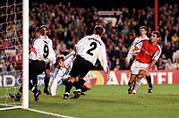 Martin Keown watches as his header beats goalkeeper Yurii Virt to score the 2nd and equalizing goal for Arsenal. Arsenal 3:2 FC Shakhar Donetsk, UEFA Champions League, Group B, 20/9/2000. Credit: Colorsport / Paul Roberts