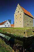 Glimmingehus i Simrishamns kommun i Skåne är Nordens bäst bevarade borg från medeltiden. Den tillhörde länge ätten Rosencrantz, men ägs sedan 1924 av staten.