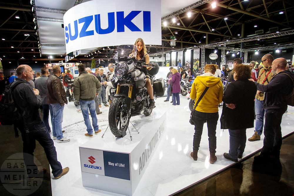 In Utrecht vindt voor de 30e keer de Motorbeurs plaats. De jaarlijkse beurs trekt altijd veel bezoekers die op de nieuwe modellen motoren kunnen zitten. Daarnaast is er ook veel aandacht voor de accessoires. De motorrijder vergrijst, de gemiddelde leeftijd ligt boven de 45, in 2000 was dat nog 39.<br /> <br /> In Utrecht the 30th  Motorbeurs takes place. The annual trade event, always attracts many visitors who can try the new models. There is also a lot of attention to accessories. The motorcyclist ages, the average age is over 45, in 2000 it was 39.