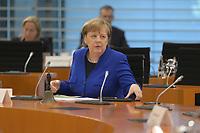 DEU, Deutschland, Germany, Berlin, 13.05.2020: Bundeskanzlerin Dr. Angela Merkel (CDU) vor Beginn der 96. Kabinettsitzung im Bundeskanzleramt. Aufgrund der Coronakrise findet die Sitzung derzeit im Internationalen Konferenzsaal statt, damit genügend Abstand zwischen den Teilnehmern gewahrt werden kann.