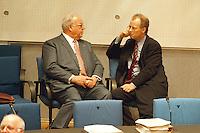 """05 FEB 1998, BONN/GERMANY:<br /> Helmut Kohl, CDU, Bundeskanzler, und Rudolf Scharping, SPD, Fraktionsvorsitzender, Debatte """"Nichtraucherschutz""""<br /> IMAGE: 19980205-03/02-16"""