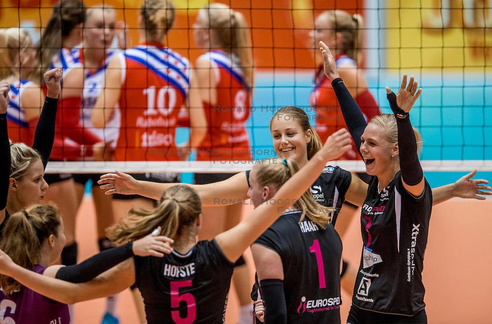 02-10-2016 NED: Supercup VC Sneek - Eurosped, Doetinchem<br /> Eurosped wint de Supercup door Sneek met 3-0 te verslaan / Vreugde bij Eurosped met oa. Daphne Knijff #7 of Eurosped