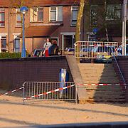 Strand Zomerkade Huizen afgezet met hekken en lint na vondst asbest