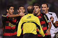 20091111: SAO PAULO, BRAZIL - Palmeiras vs Sport Recife: Brazilian League 2009. In picture: Sport Recife players arguing with referee Elmo Alves Rezende. PHOTO: CITYFILES