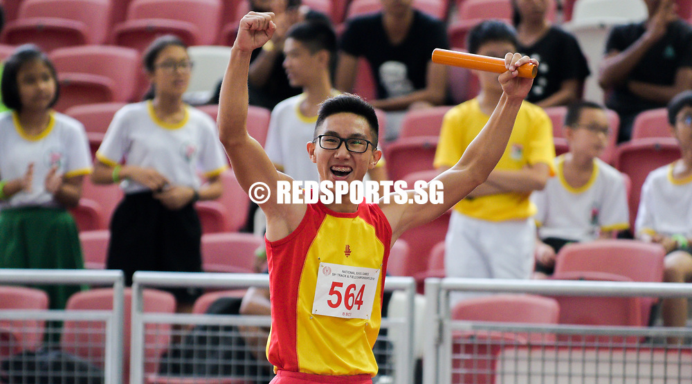Tedd Toh (#564) of Hwa Chong Institution celebrates after winning first in the B Division boys' 4x100m relay final with a timing of 43.96s. (Photo © Eileen Chew/Red Sports)