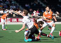 AMSTELVEEN  - Hockey -  1e wedstrijd halve finale Play Offs dames.  Amsterdam-Bloemendaal (5-5), Bl'daal wint na shoot outs.  Jan Willem Buissant met Manu Stockbroekx (Bldaal)  COPYRIGHT KOEN SUYK