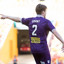BRISBANE, AUSTRALIA - OCTOBER 30: Alex Grant of the Glory gestures to teammates during the round 4 Hyundai A-League match between the Brisbane Roar and Perth Glory at Suncorp Stadium on October 30, 2016 in Brisbane, Australia. (Photo by Patrick Kearney/Brisbane Roar)