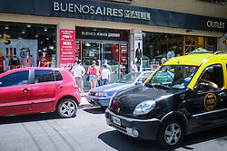 Público visita as outlets da Villa Crespo em Buenos Aires. FOTO: Jefferson Bernardes/ Agência Preview