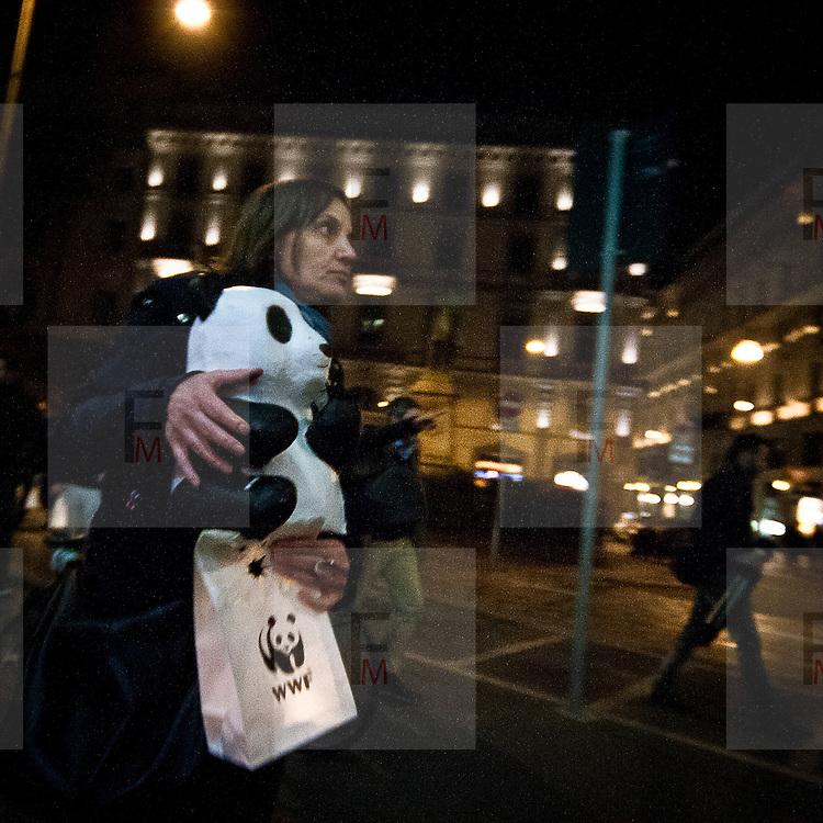 L'ora della Terra a Milano eidizione 2012   .Volontari Wwf..Earth  Hour 2012 edition in Milan.Wwf volunteers