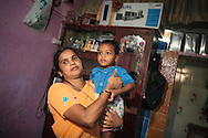 Alka Naydu med sin son i sitt hem i ett slumområde i Bombay (Mumbai), Indien<br /> COPYRIGHT 2008 CHRISTINA SJÖGREN<br /> ALL RIGHTS RESERVED