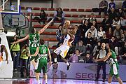 DESCRIZIONE : Roma Lega A 2014-15 <br /> Acea Virtus Roma - Sidigas Avellino <br /> GIOCATORE : Ramel Curry <br /> CATEGORIA : equilibrio tiro tecnica controcampo <br /> SQUADRA : Acea Virtus Roma<br /> EVENTO : Campionato Lega A 2014-2015 <br /> GARA : Acea Virtus Roma - Sidigas Avellino <br /> DATA : 04/04/2015<br /> SPORT : Pallacanestro <br /> AUTORE : Agenzia Ciamillo-Castoria/GiulioCiamillo<br /> Galleria : Lega Basket A 2014-2015  <br /> Fotonotizia : Roma Lega A 2014-15 Acea Virtus Roma - Sidigas Avellino