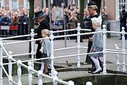 De koninklijke familie en tal van vrienden, bekenden en collega's van prins Friso zijn samengekomen in de Oude Kerk in Delft om de op 12 augustus overleden prins Friso te herdenken. <br /> <br /> The royal family and many friends, acquaintances and colleagues of Prince Friso are in the Old Church in Delft to commemorate the Prince who past away on August 12 2013.<br /> <br /> Op de foto / On the photo: Prinses Beatrix en Prinses Mabel en dochters Zaria en Luana / Princess Beatrix and Princess Mabel and Zaria and Luana