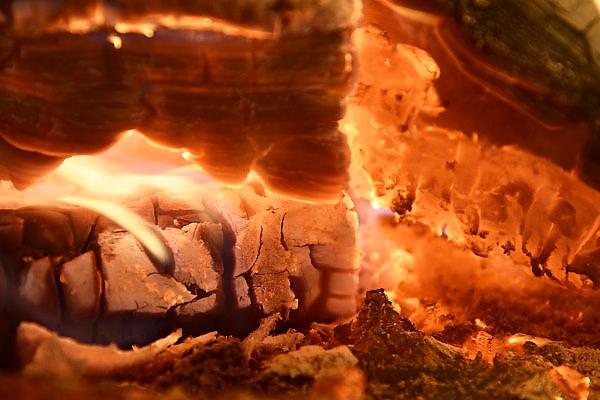Nederland, Nijmegen, 31-1-2014Vuur, brandende blokken hout in de open haard.Foto: Flip Franssen/Hollandse Hoogte