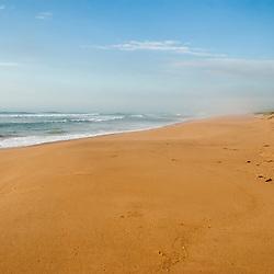 """""""Praia de Caraís (Parque Estadual Paulo Cesar Vinha) fotografado em Guarapari, Espírito Santo -  Sudeste do Brasil. Bioma Mata Atlântica. Registro feito em 2008.<br /> <br /> <br /> <br /> ENGLISH: Beach of Caraís photographed in Guarapari, Espírito Santo - Southeast of Brazil. Atlantic Forest Biome. Picture made in 2008."""""""