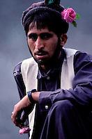 Pakistan, Khyber Pakhtunkhwa, Homme Pathan sur la Karakoram Highway // Pakistan, Khyber Pakhtunkhwa, Pathan man