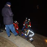 Eindejaarsoefening brandweer Huizen.duikers, oever, avond, nacht, voorbereiding