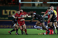 Scott Williams of Scarlets gets away from Semi Radradra Turagasoli Waqavatu of Toulon (c). EPCR European Champions cup match, Scarlets v RC Toulon at the Parc y Scarlets in Llanelli, West Wales on Saturday 20th January 2018. <br /> pic by  Andrew Orchard, Andrew Orchard sports photography.