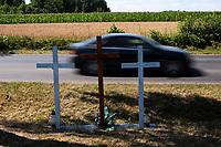 Wies Plonka Koscielna, woj. podlaskie, 02.08.2020. N/z trzy krzyze przy drodze wojewodzkiej 681upamietniajace ofiary wypadku drogowego fot Michal Kosc / AGENCJA WSCHOD