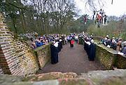 Nederland, Overasselt, 2-4-2016Schola Cantorum Karolus Magnus zingt Gregoriaanse leideren bij de ruine en de wensboom.DGFOTO  146951 editie NijmegenFOTO: FLIP FRANSSEN