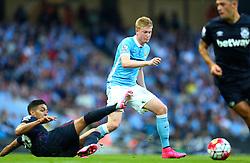 Kevin De Bruyne of Manchester City avoids a tackle by Manuel Lanzini of West Ham - Mandatory byline: Matt McNulty/JMP - 07966 386802 - 19/09/2015 - FOOTBALL - City of Manchester Stadium - Manchester, England - Manchester City v West Ham United - Barclays Premier League