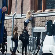 NLD/Amsterdam/20130415 - Jeugd gaat ver om Justin Beber te zien bij zijn hotel